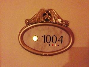 部屋番号「1004」 偶然にもはる坊の誕生日